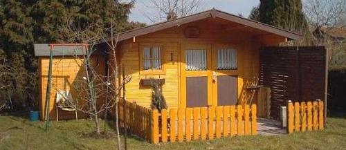 Gartenhaus aus holz pflanzenfreunde for Gartenlaube aus holz
